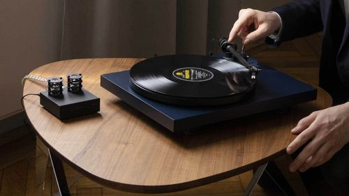 Pro-Ject   Debut Carbon EVO   / Ortofon 2M Red  MM Cartridge